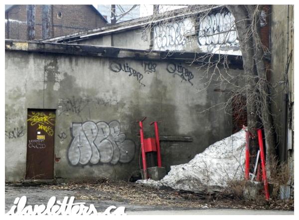 APER BOMB MONTREAL GRAFFITI